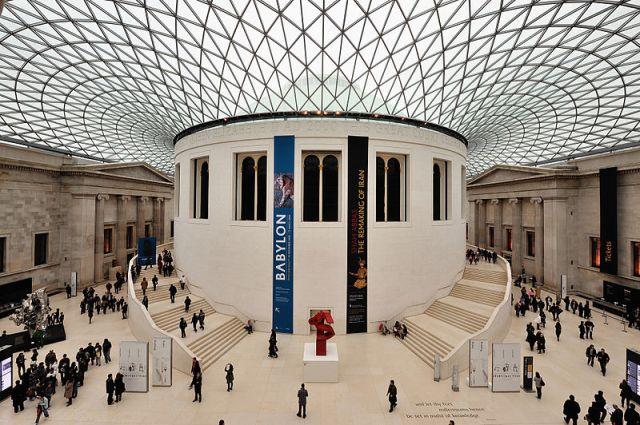 Hall de entrada do British Museum. Foto:  Wikimedia Commons autor Eric Pouhier