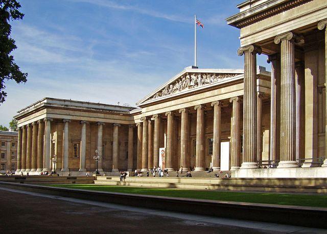 Entrada do British Museum. Foto: Wikimedia Commons